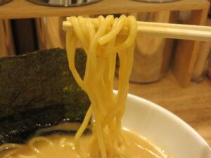 味玉クリーミー醤油豚骨麺@トクベツ。(自由が丘駅)麺