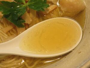 ワンタンメン(塩)@麺食堂 くにを(国分寺駅)スープ