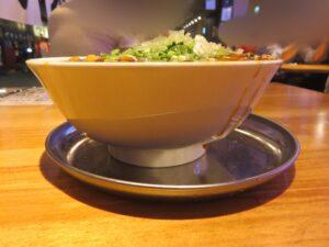 韮麻婆麺@大衆食堂るんごホール(大手町駅)ビジュアル:サイド