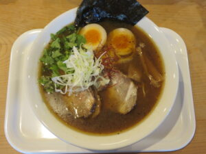 特製スパイス煮干しラーメン@スパイスラーメン やるき(新中野駅)ビジュアル:トップ