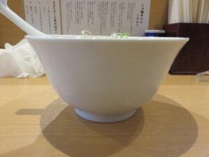 塩らぁ麺~ポルチーニ香る~@らぁ麺 半七(鶴ヶ峰駅)ビジュアル:サイド