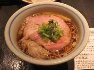 細麺REGULAR(醤油ラーメン)@駄目な隣人 新宿店(西武新宿駅)ビジュアル