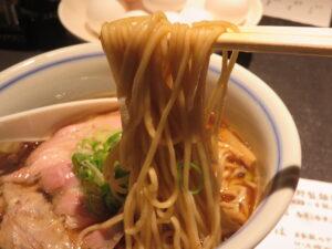 細麺REGULAR(醤油ラーメン)@駄目な隣人 新宿店(西武新宿駅)麺